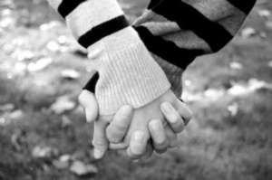 Holding_hands_by_homarte-1